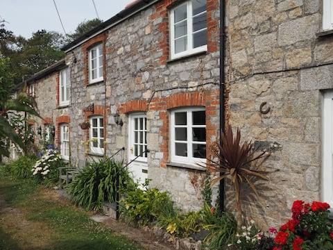 Connie's Cottage, Charlestown