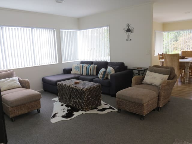 Large Holiday Home - Downtown Mt Maunganui