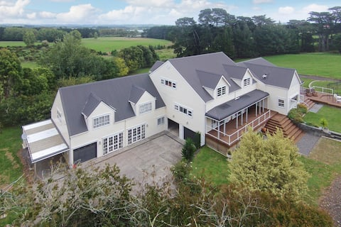 Auckland, Private, Spacious, New
