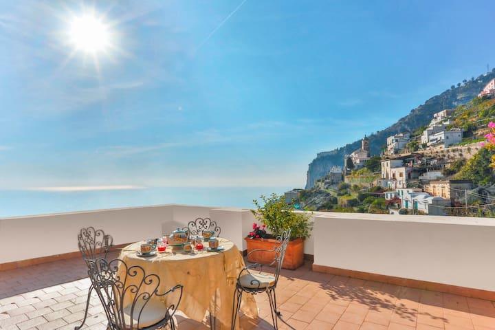 Beautiful sea view Villa in Amalfi, up to 5 people