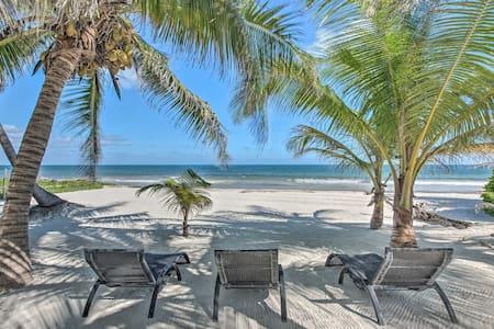 Beachfront Quintana Roo Apartment w/ Balcony+Views