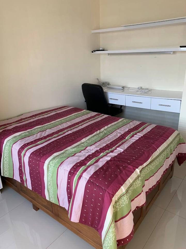 Renta de RECAMARA  con cama matrimonial