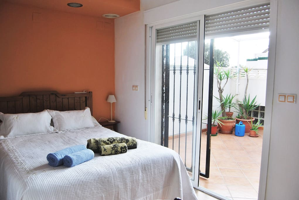 Bedroom with private terrace - Dormitorio con terraza privada
