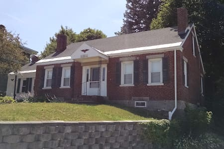Historic & Charming 204 Year Home - Families Ok! - Lewiston