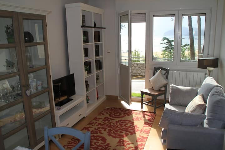 Great apartment in front of the BEACH- Blue-