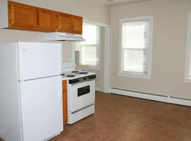 Room & private entrance. Federal Hill 420 friendly - Providence - Bed & Breakfast