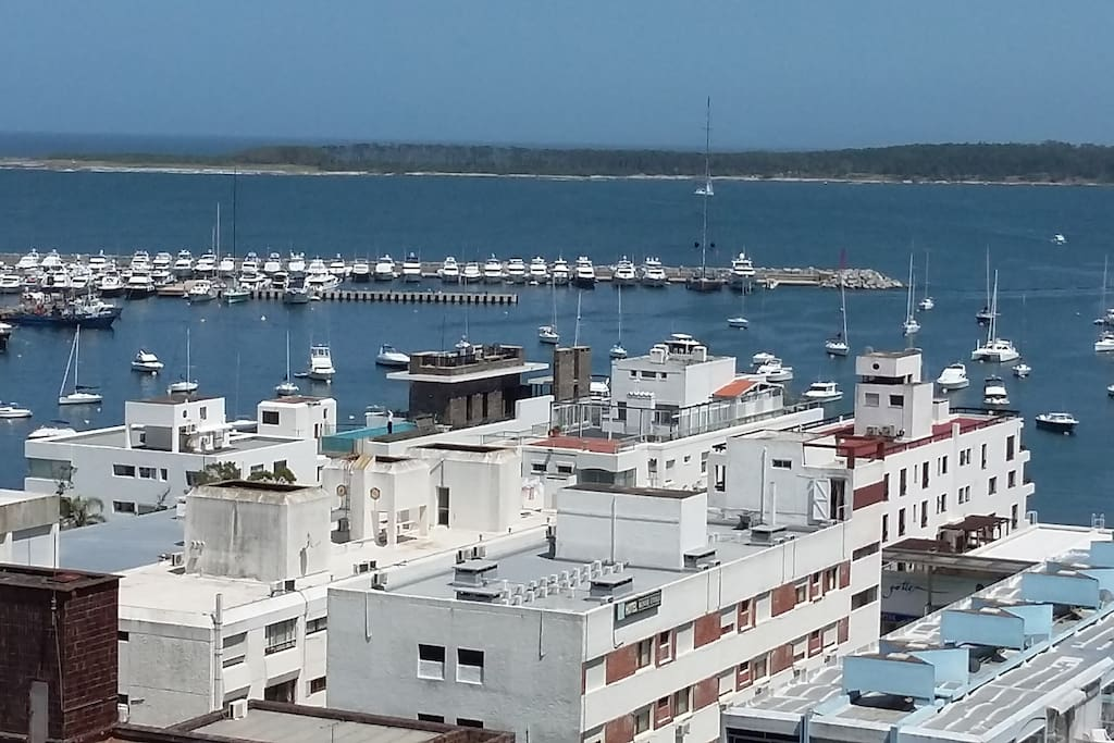 Zoom otra vista puerto e Isla Gorriti