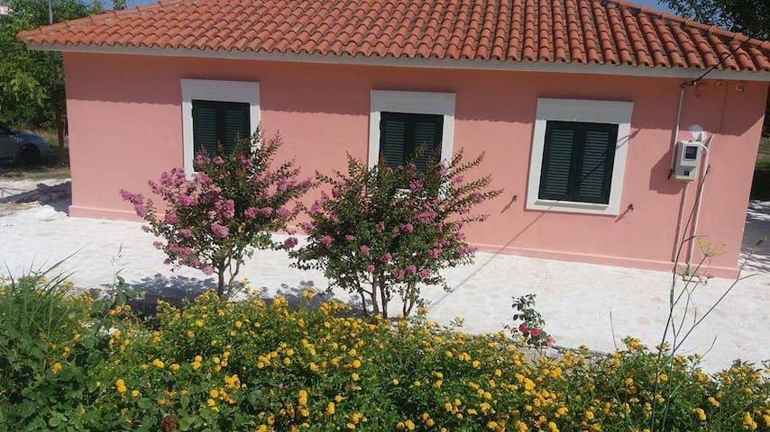 An excellent country house in Kefalonia - Lakithra - 단독주택