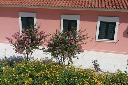 An excellent country house in Kefalonia - Lakithra - Hus