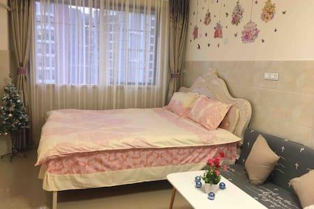 梧州南高铁站/龙圩区/南宁百货附近/电梯高层温馨舒适单间公寓