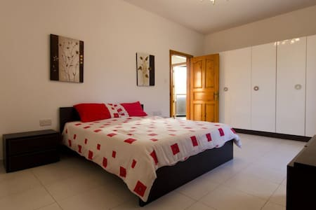 Central location Bedroom with En Suite and Balcony - Msida - Wohnung