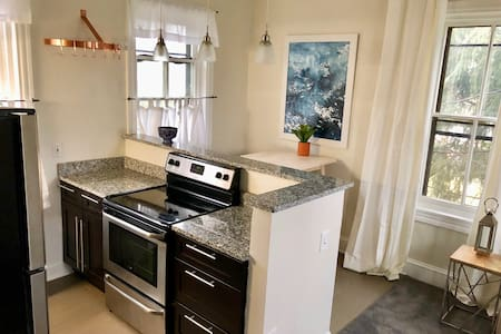 Town & Country II: Private Apt - Minutes From City