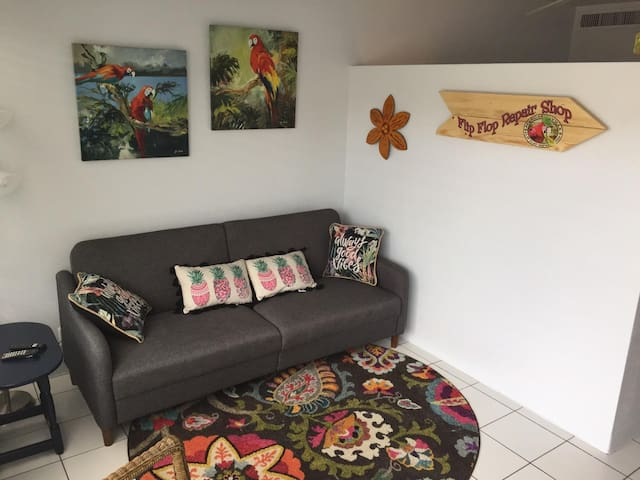 Bright, cozy and fun. Just steps from the pool and beach.