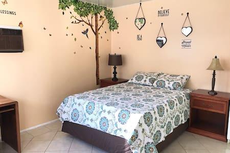 Cozy Magical Butterfly Studio - Whittier - Huoneisto