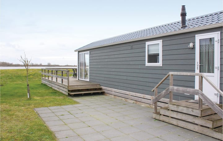 Holiday cottage with 3 bedrooms on 44m² in Lauwersoog