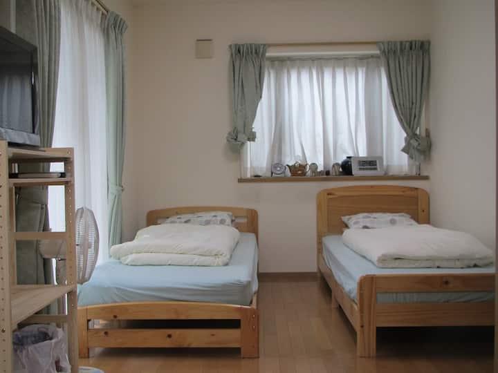 築12年の綺麗な家。部屋貸しですが希望により丸貸し可能