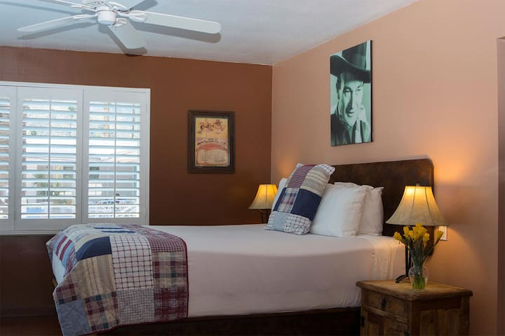King bed & loveseat. Pool & mountain views