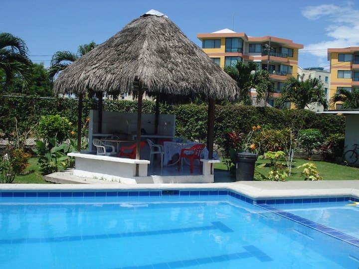 Casa con piscina privada.  Tonsupa máximo 12 pax