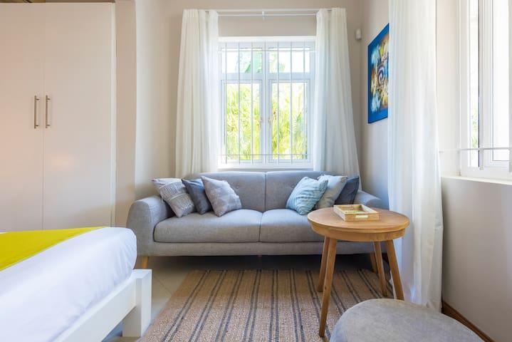 Cozy sofa & coffee table