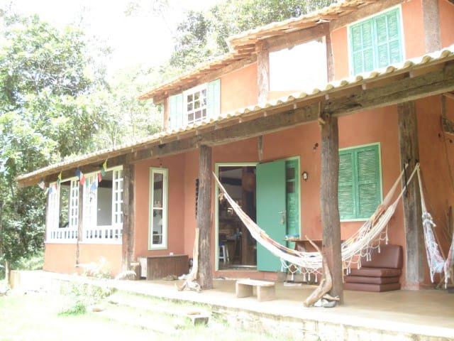 Lumiar-Casa com linda vista e banho de rio. Quarto - Nova Friburgo - Ev
