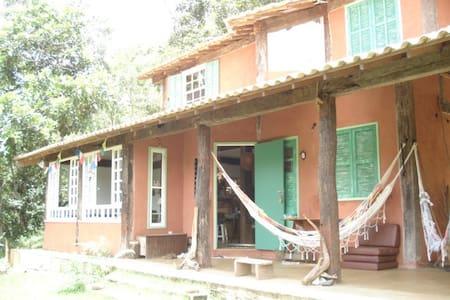 Lumiar-Casa com linda vista e banho de rio. Quarto - Nova Friburgo - Hus