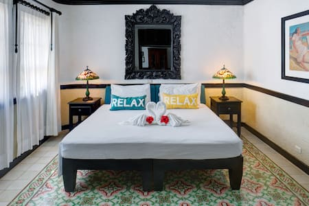 Casa Sirena | Spacious Suite | Serious Fun - Isla Mujeres - Bed & Breakfast