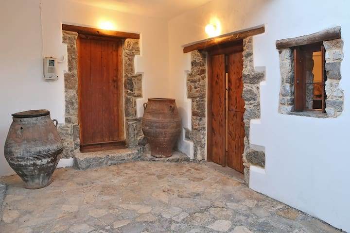 Mountain stone house-Stunning views - Zourva - Rumah
