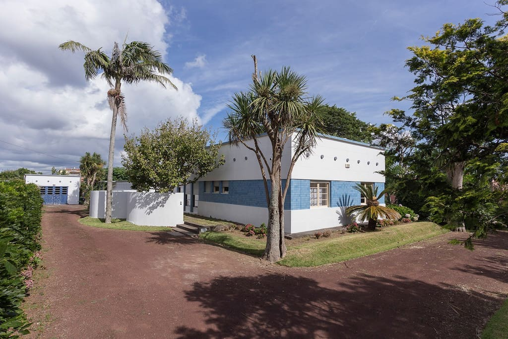 Stylish House in Downtown Ponta Delgada! Beautiful garden to Relax!