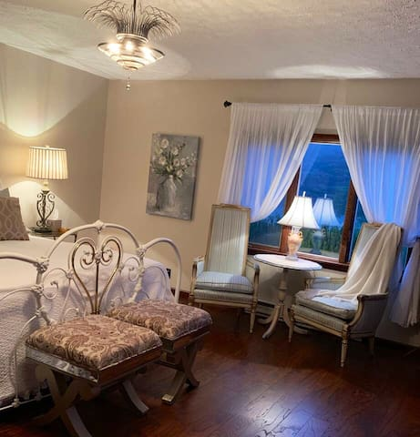 Master kingsize bedroom with en-suite bath. Table and chairs for morning coffee.