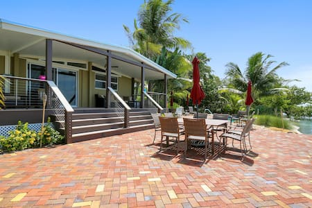 Spectacular, oceanfront, dog-friendly home w/ private pool & boat docks