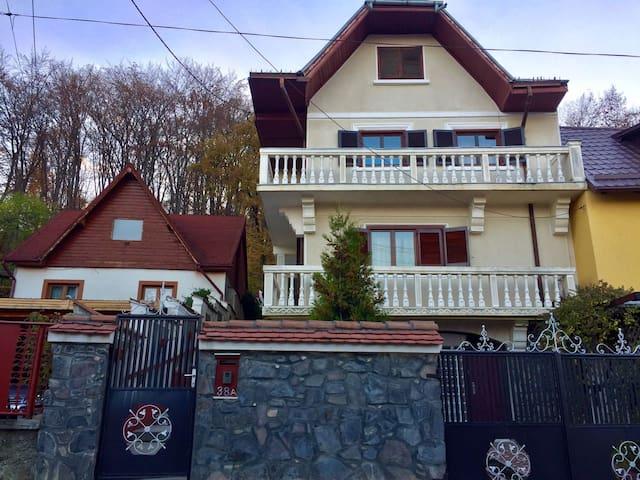 Vila Zenovia - Brașov - Haus