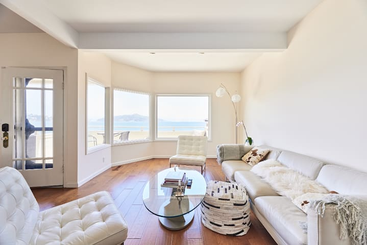 Beachfront penthouse with ocean and city views