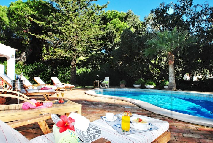 CHARMING 5 BED VILLA WITH SWIMMING POOL, AIR CON - Albufeira - Ev
