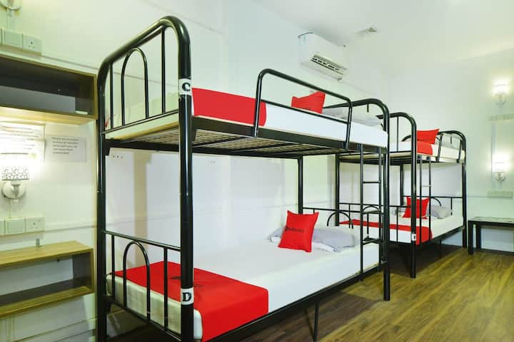 Jurong east street 13 bunk bed $33 per person