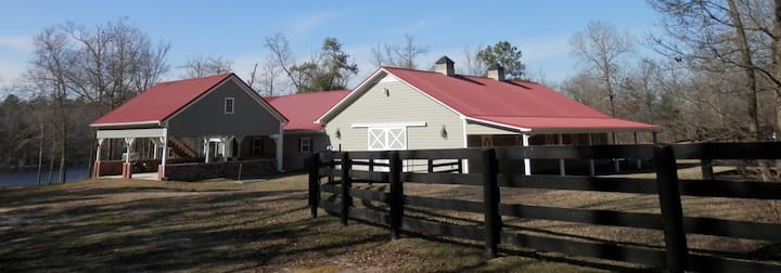 Guest house (studio) on horse farm by lake