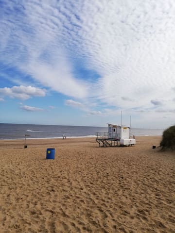 Two bed caravan on popular seaside caravan park in Hemsby