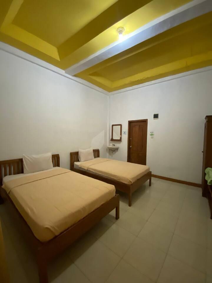 Cozy Room with Terrace in Labuan Bajo at Surya