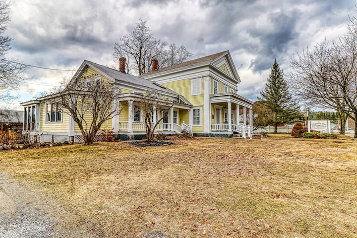 Historic Greek Revival style home w/ screened in porch -near attractions!