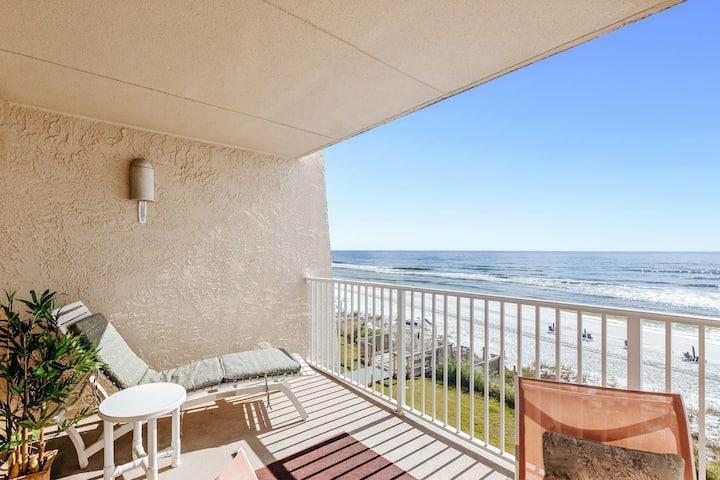 Family-friendly third-floor condo w/direct beach views & shared pool/tennis/gym