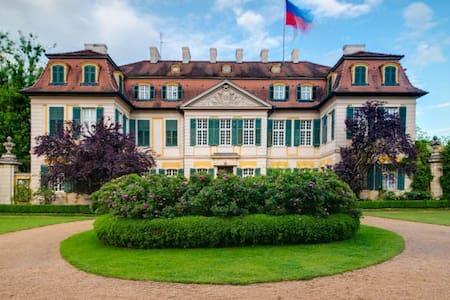 Schloss Dennenlohe - Unterschwaningen
