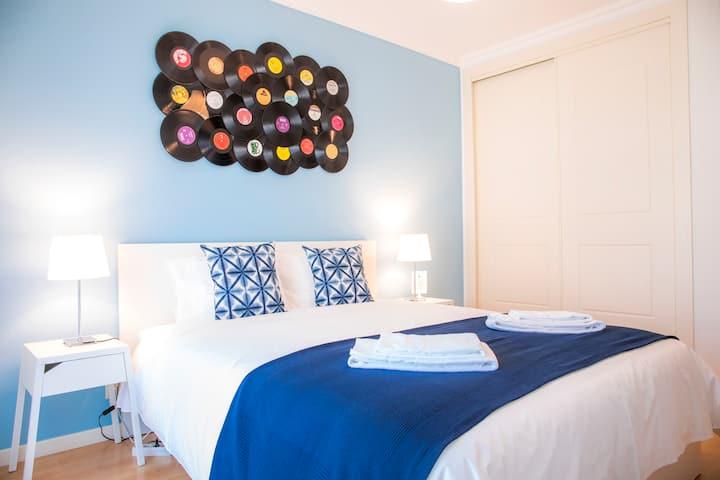 VINYL FLAT B&B, Room 1, Breakfast, Private Bath
