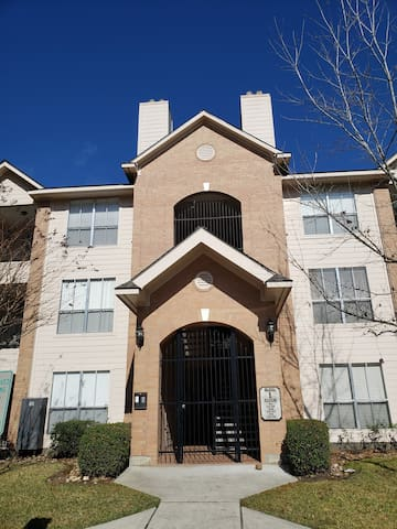Beautiful Apartment in The Woodlands. 30 day min