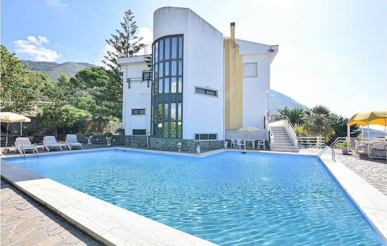 Holiday cottage with 5 bedrooms on 700m² in Praia a Mare