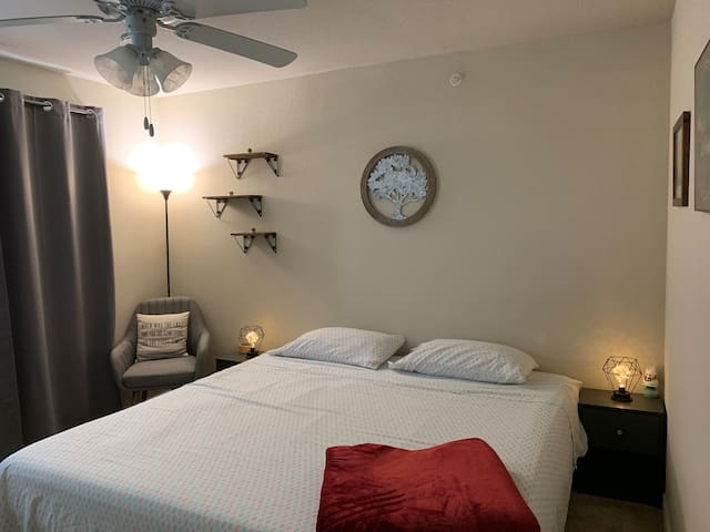 Rustic hideaway with king-size bed & free shuttle