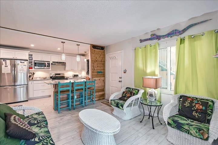 Furniture,Room,Indoors,Living Room,Flooring