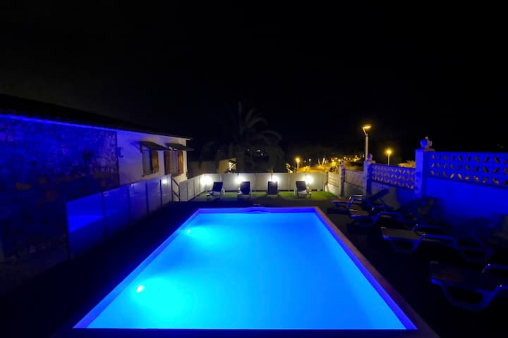 Panoramic Villa Planetcostadorada, private pool