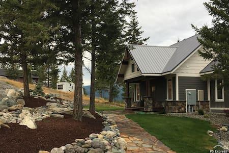 Jorgy's Lake House, Lake Koocanusa MT