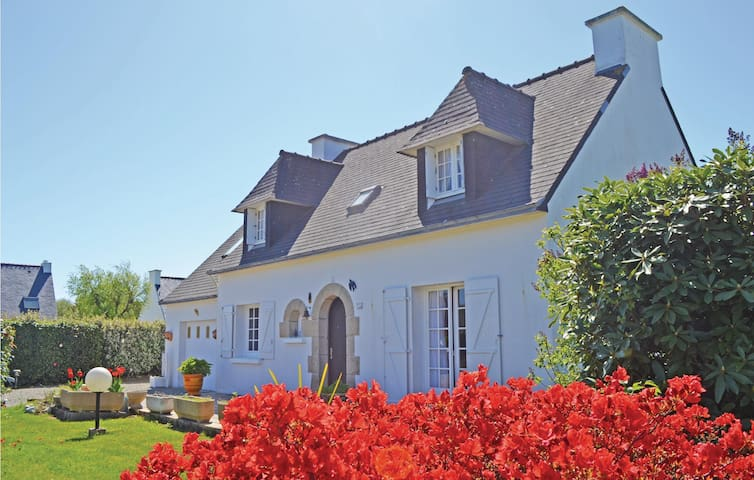 Holiday cottage with 3 bedrooms on 115m² in Combrit