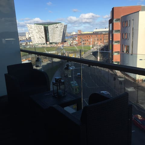 Belfast center, 2 bed, titanic area