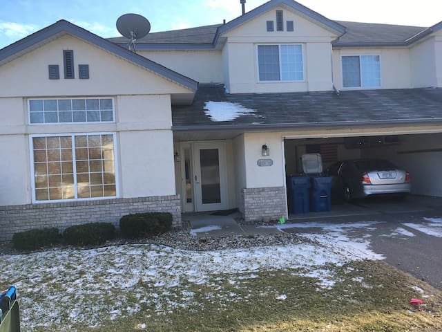 Newer very clean Condominium - White Bear Lake - Casa